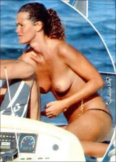 Samantha De Grenet en Topless [649x900] [79.59 kb]