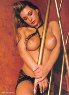 Dorothy Black en Playboy Desnuda [790x1083] [207.47 kb]