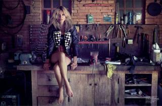 Kate Moss [1200x785] [146.19 kb]