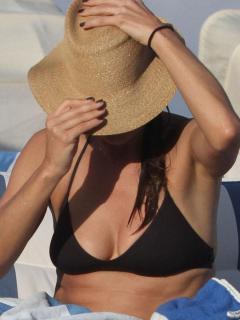 Kate Walsh en Bikini [900x1200] [116.4 kb]