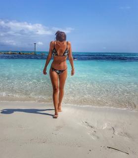 Gimena Accardi en Bikini [1080x1236] [240.91 kb]
