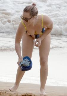 Hilary Duff en Bikini [791x1121] [117.2 kb]