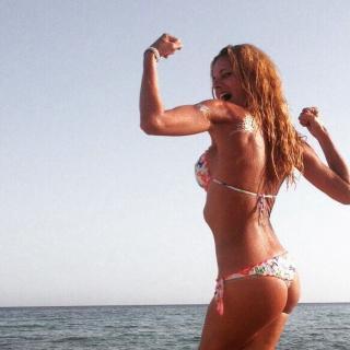 Paula Vázquez en Bikini [583x583] [74.09 kb]