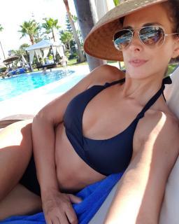 Nuria Fergó in Bikini [1080x1350] [184.31 kb]