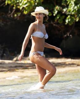 Jessica Alba en Bikini [2429x3000] [708.69 kb]