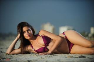 Simone De Kock en Bikini [630x419] [40.87 kb]