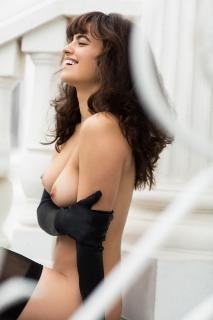 Nina Daniele en Playboy Desnuda [1920x2880] [559.22 kb]