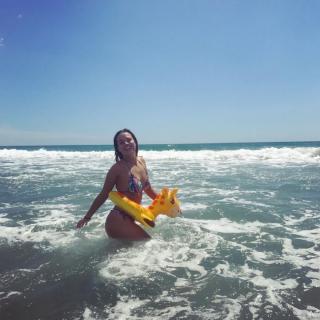 Alyson Eckmann en Bikini [1080x1080] [180.7 kb]