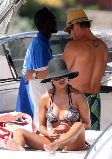 Vanessa Lachey en Bikini [3022x4267] [961.41 kb]