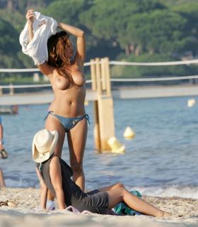 Rebecca Loos en Topless [1750x1994] [370.37 kb]