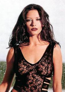 Catherine Zeta Jones [426x600] [50.19 kb]