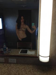 Alison Brie en Celebgate Desnuda [2448x3264] [633.29 kb]