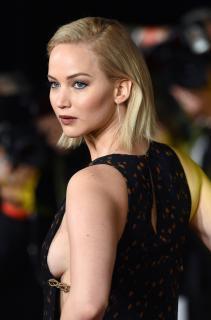 Jennifer Lawrence [2386x3607] [889.96 kb]