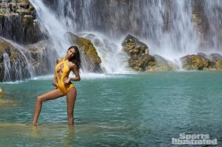 Lais Ribeiro en Si Swimsuit 2017 [1500x1000] [314.19 kb]