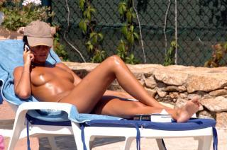 Alessia Merz en Topless [2400x1590] [328.4 kb]