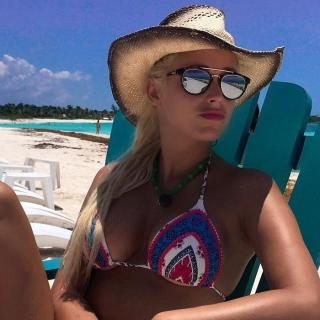 Laura Gadea en Bikini [700x700] [114.05 kb]
