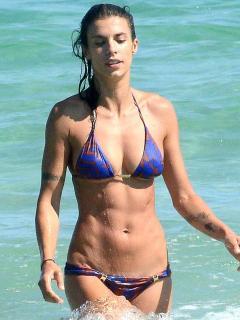 Elisabetta Canalis en Bikini [900x1200] [136.51 kb]