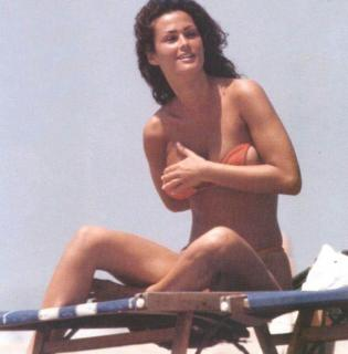 Samantha De Grenet en Bikini [710x721] [60.79 kb]