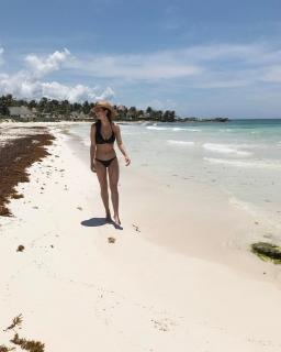 Alicia Sanz en Bikini [1080x1350] [161.89 kb]