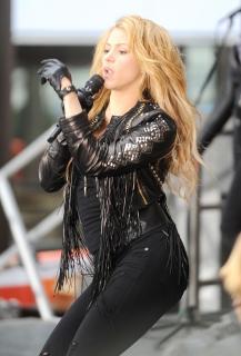 Shakira [800x1175] [212.29 kb]