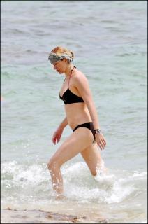Susanna Griso en Bikini [1602x2408] [475.5 kb]