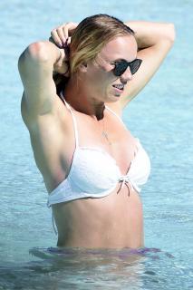 Caroline Wozniacki en Bikini [2600x3900] [1080.38 kb]