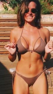 Clara Piera en Bikini [397x698] [65.45 kb]