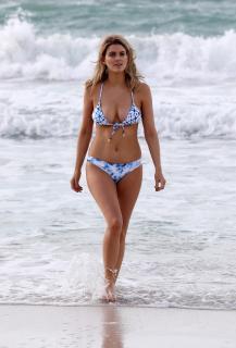Ashley James en Bikini [2648x3900] [1389.2 kb]