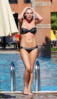 Danielle Lloyd en Bikini [690x1200] [136.17 kb]