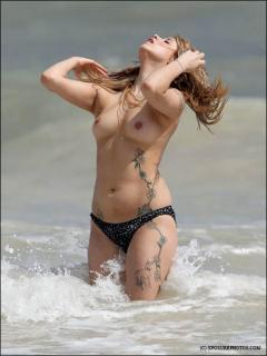 Peaches Geldof en Topless [459x611] [36.07 kb]