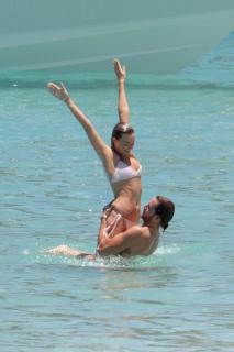 Margot Robbie en Bikini [1600x2400] [590.01 kb]