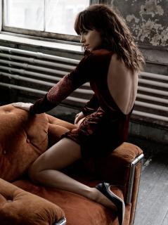 Dakota Johnson en Interview [910x1214] [243.35 kb]