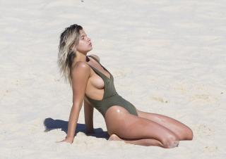 Kristina Mendonca en Bikini [3000x2125] [627.65 kb]