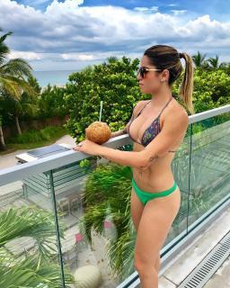 Leticia Bufoni en Bikini [960x1200] [371.71 kb]