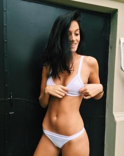 Oriana Sabatini in Bikini [1080x1348] [184.01 kb]