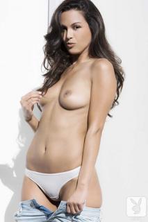 Raquel Pomplun en Playboy Desnuda [720x1080] [70.54 kb]