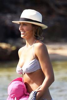 Jessica Alba en Bikini [1311x1950] [276.87 kb]