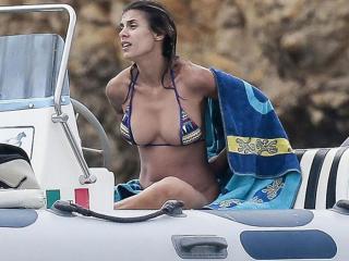 Elisabetta Canalis en Bikini [900x675] [80.99 kb]