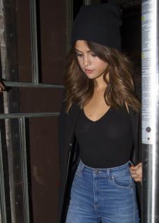 Selena Gomez [1800x2520] [676.63 kb]