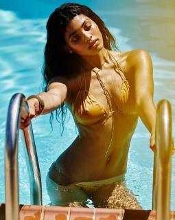 Danielle Herrington en Bikini [750x938] [136.15 kb]