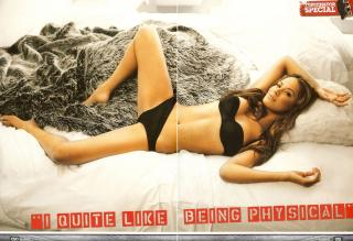 Moon Bloodgood en Loaded [2416x1660] [686.96 kb]