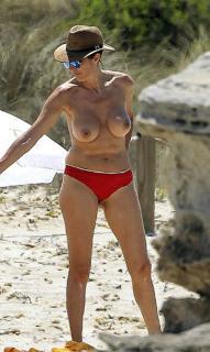 Paz Padilla in Topless [499x835] [106.88 kb]