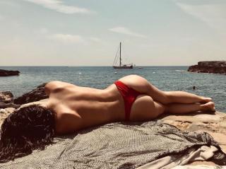 María Araújo Úbeda in Topless [1024x767] [164.28 kb]