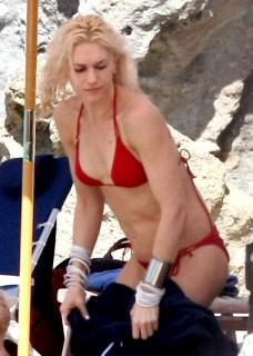 Gwen Stefani [1200x1683] [165.81 kb]