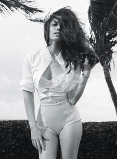 Jessica Biel dans W Magazine [800x1079] [75 kb]