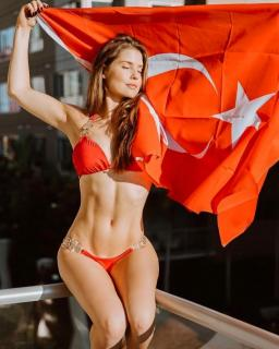 Amanda Cerny en Bikini [740x924] [127.73 kb]
