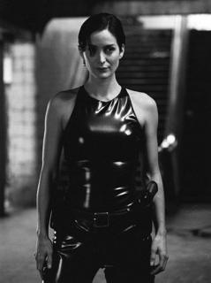Carrie-Anne Moss [382x510] [23.14 kb]