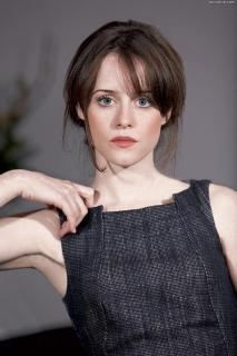 Claire Foy [800x1199] [191.14 kb]