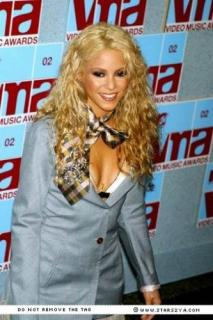 Shakira [333x500] [36.8 kb]