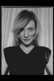 Cate Blanchett [2048x3072] [386.13 kb]